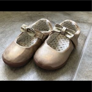 Carter's walking shoes for babies size 5.5 GUC